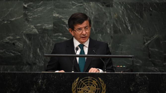 """Davutoglu: """"The refugee crisis can be solved within Syria"""""""