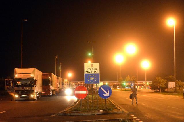 Croatia opens border crossings with Serbia
