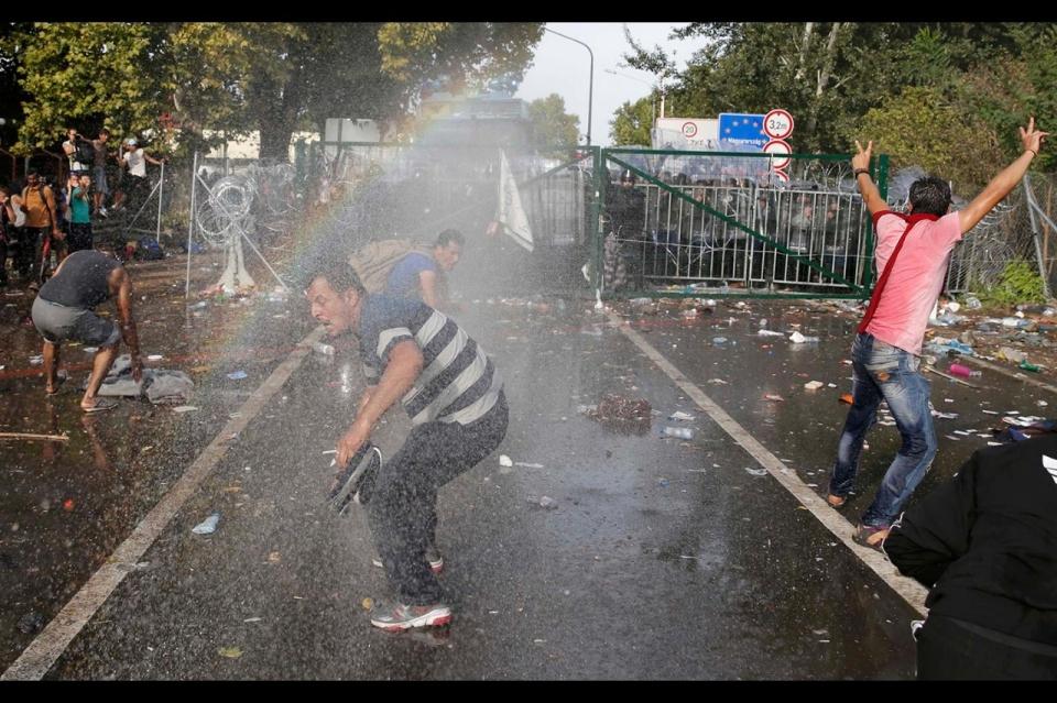 Nikolic: EU puts refugees pressure on Serbia