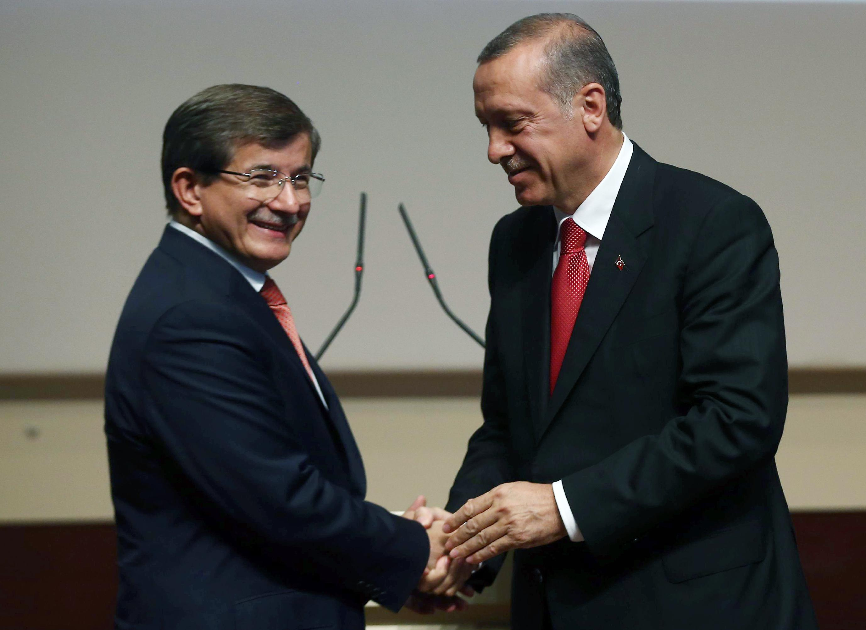 "Erdogan holds Davutoglu ""hostage"" in the AKP"