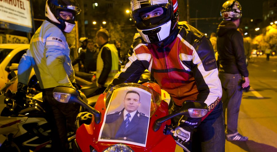 Policeman's death causes political scandal in Romania