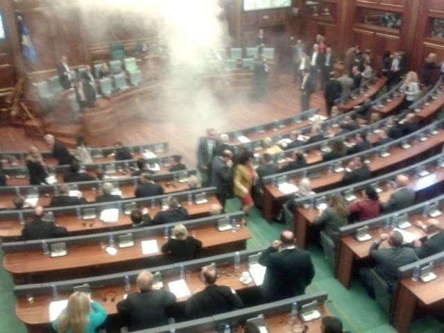 Opposition in Kosovo throws tear gas in the house parliament again