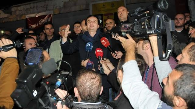 Tense situation in Kosovo, Albin Kurti arrested and then released