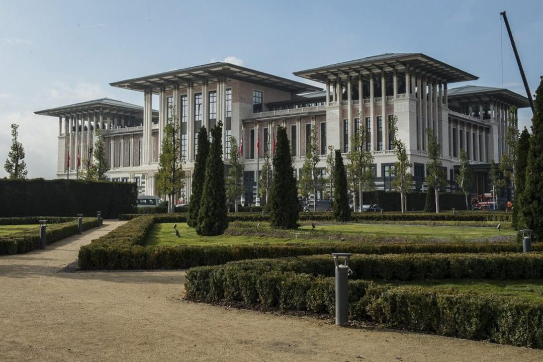 Mobilisation in the presidential palace