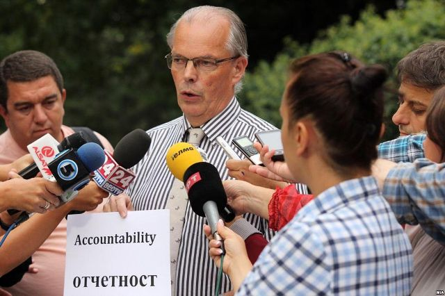 International community demands the implementation of the political agreement