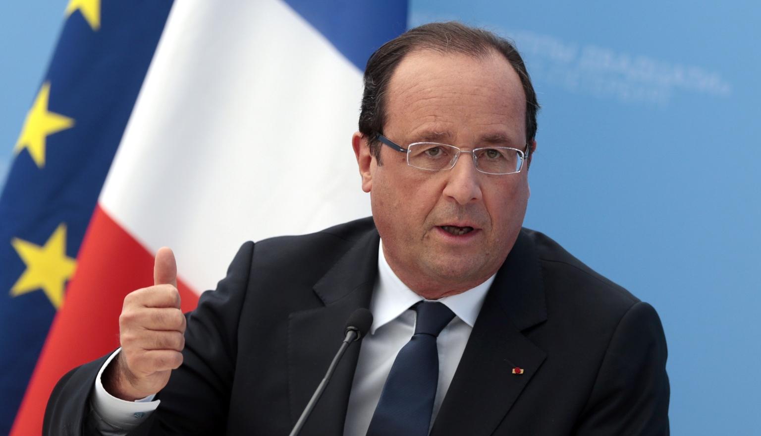Hollande: Now we must examine Greek debt relief