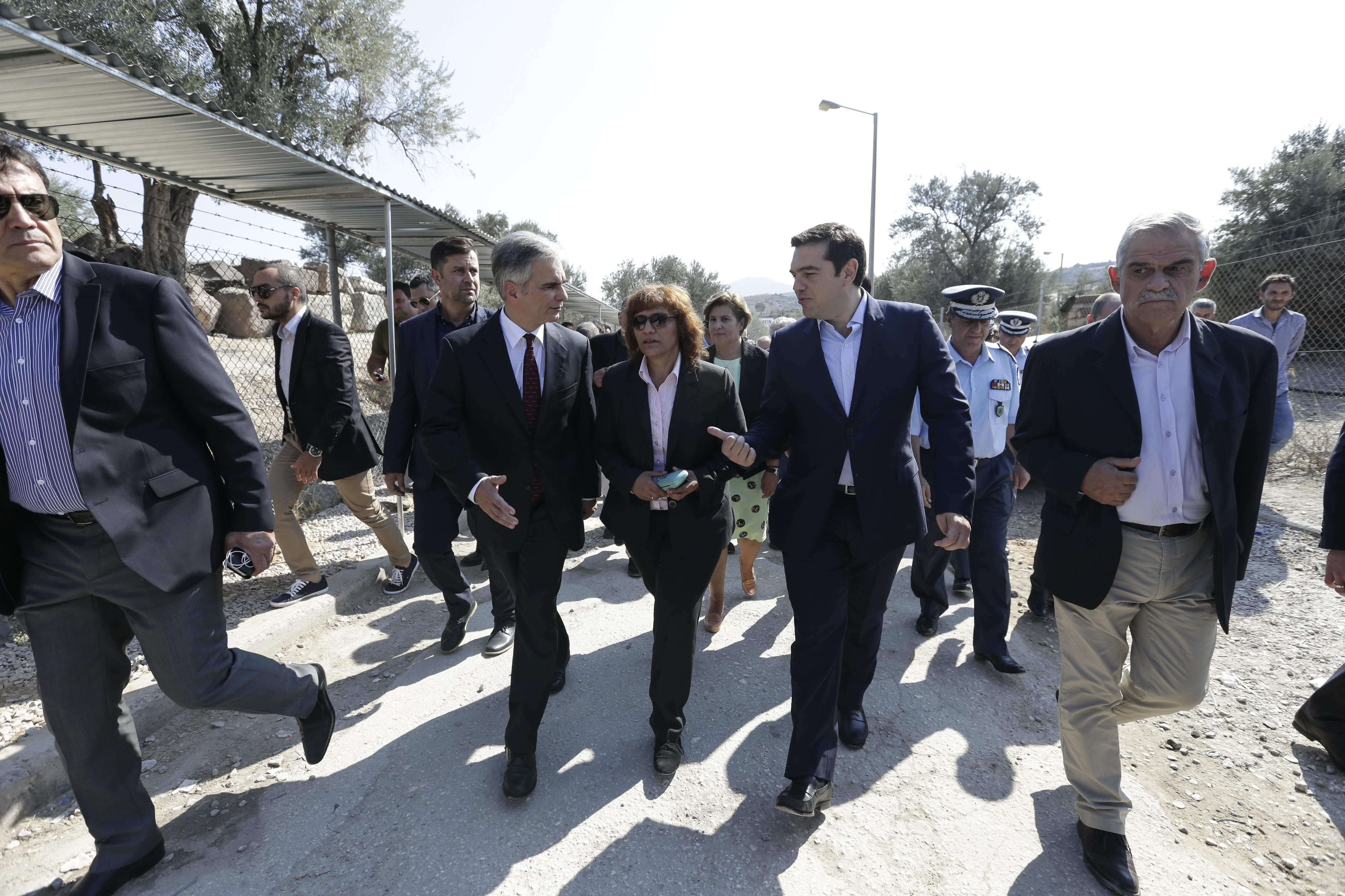 """Tsipras and Faymann in Lesvos – """"Refugee issue a European problem"""""""