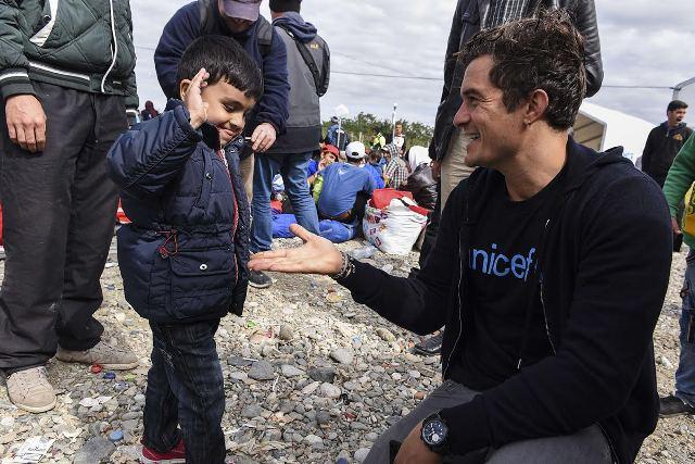 Actor Orlando Bloom amidst refugees in Gevgelia