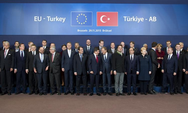 EU-Turkey Summit: EUR 3 bln to Ankara to accommodate Syrian refugees – Reopening of accession negotiations for Turkey