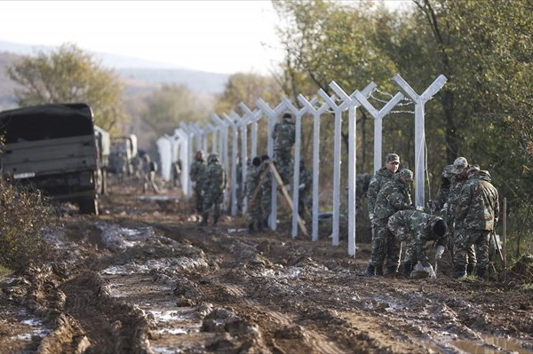 FYROM is constructing a fence at the border with Greece