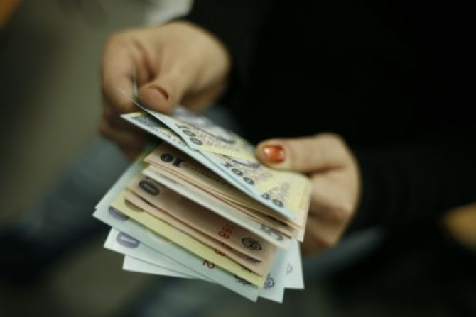 New Romanian government might postpone the pay rise for state employees