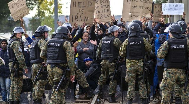 Refugees protest near the border with FYROM following selective measures