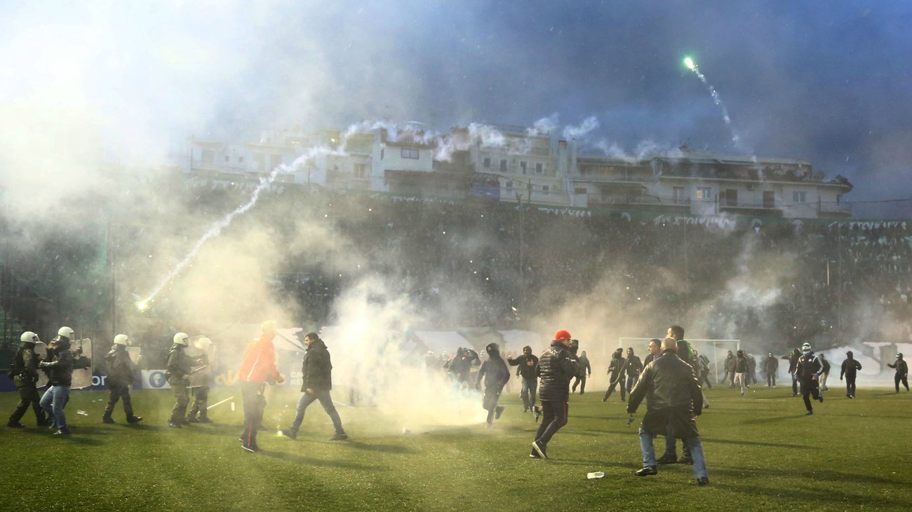 Athens turned into a battlefield before and after the cancellation of the derby Panathinaikos – Olympiakos