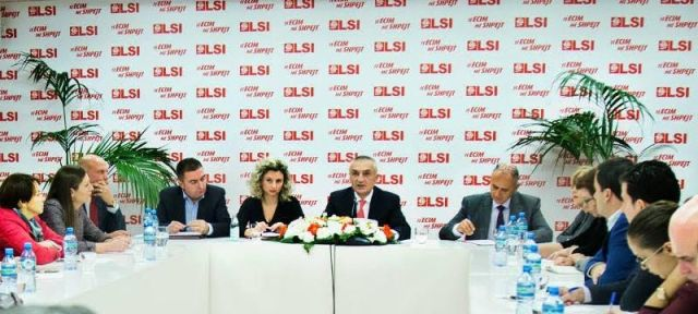 SMI forbids business people from taking public and political offices