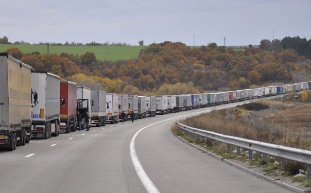 Increased security causes long queues of vehicles at Bulgaria's border crossings with Turkey