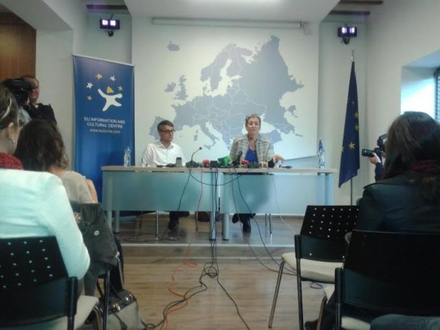 Lunacek: The government must report to parliament on the agreements with Serbia