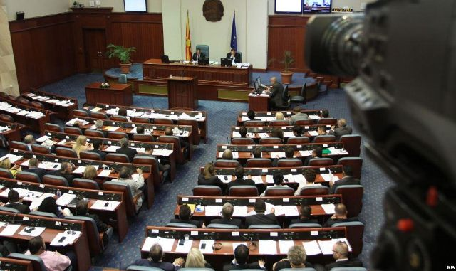 Parliament votes the legal package for the solution of the political crisis