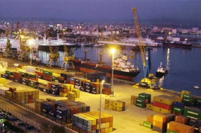 Environmental tax for every ship anchored in Albanian ports