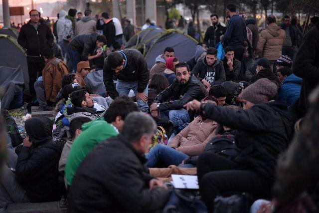 Number of refugees entering FYROM is dropping