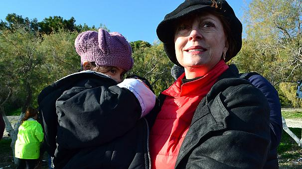 Suzan Sarandon near the refugees of Lesvos
