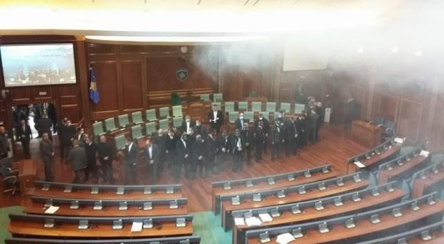 Fresh episodes of teargas in the parliament of Kosovo