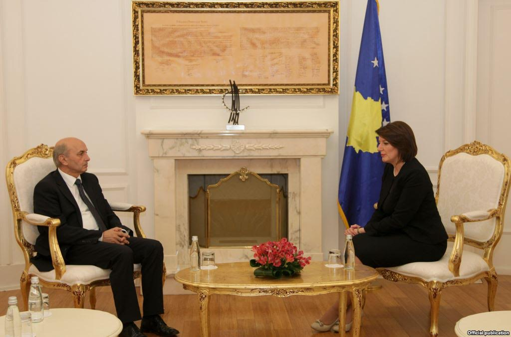 Political crisis in Kosovo: President Jahjaga meets with the opposition and prime minister