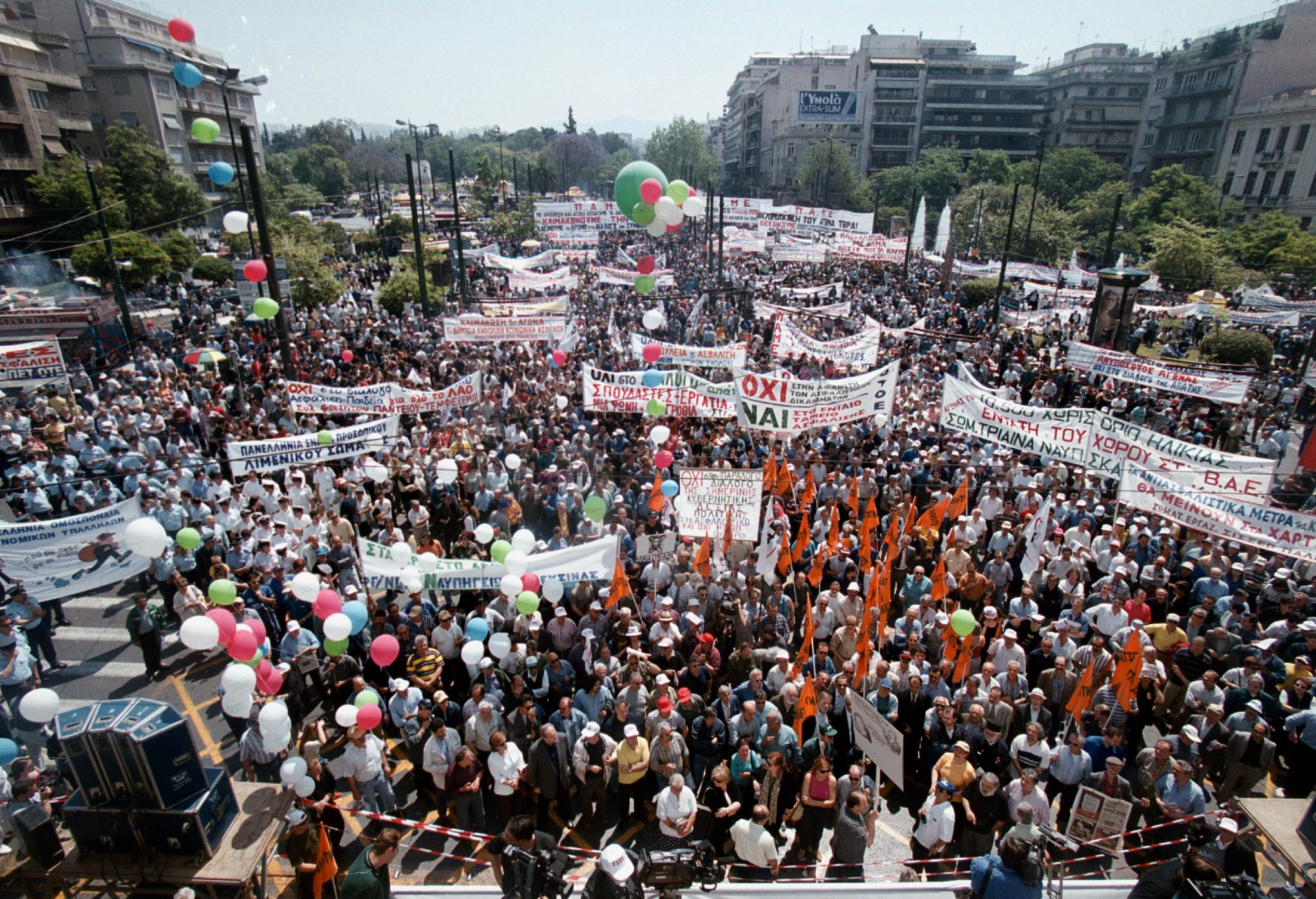 Thousands of Greeks protest against pension cuts