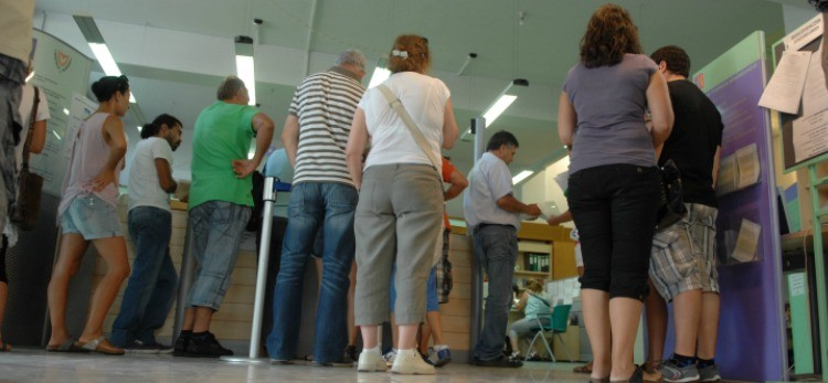 Unemployment registers annual decrease of 8.4% in November