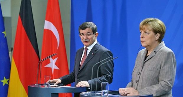 Davutoglu asks Merkel for money
