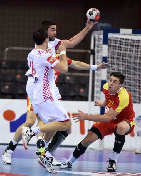 FYROM defeated by Croatia in handball