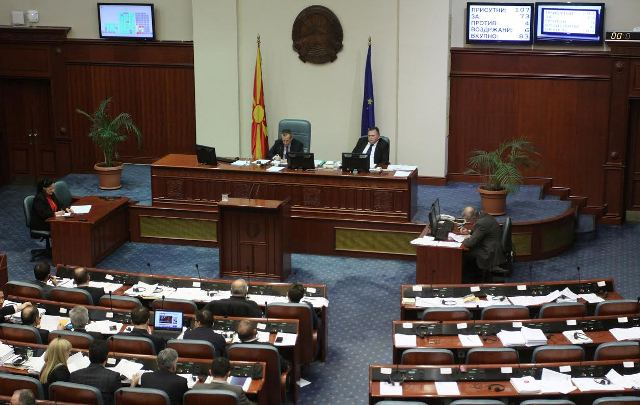 Uncertainties about the elections, Hahn to arrive in Skopje in February