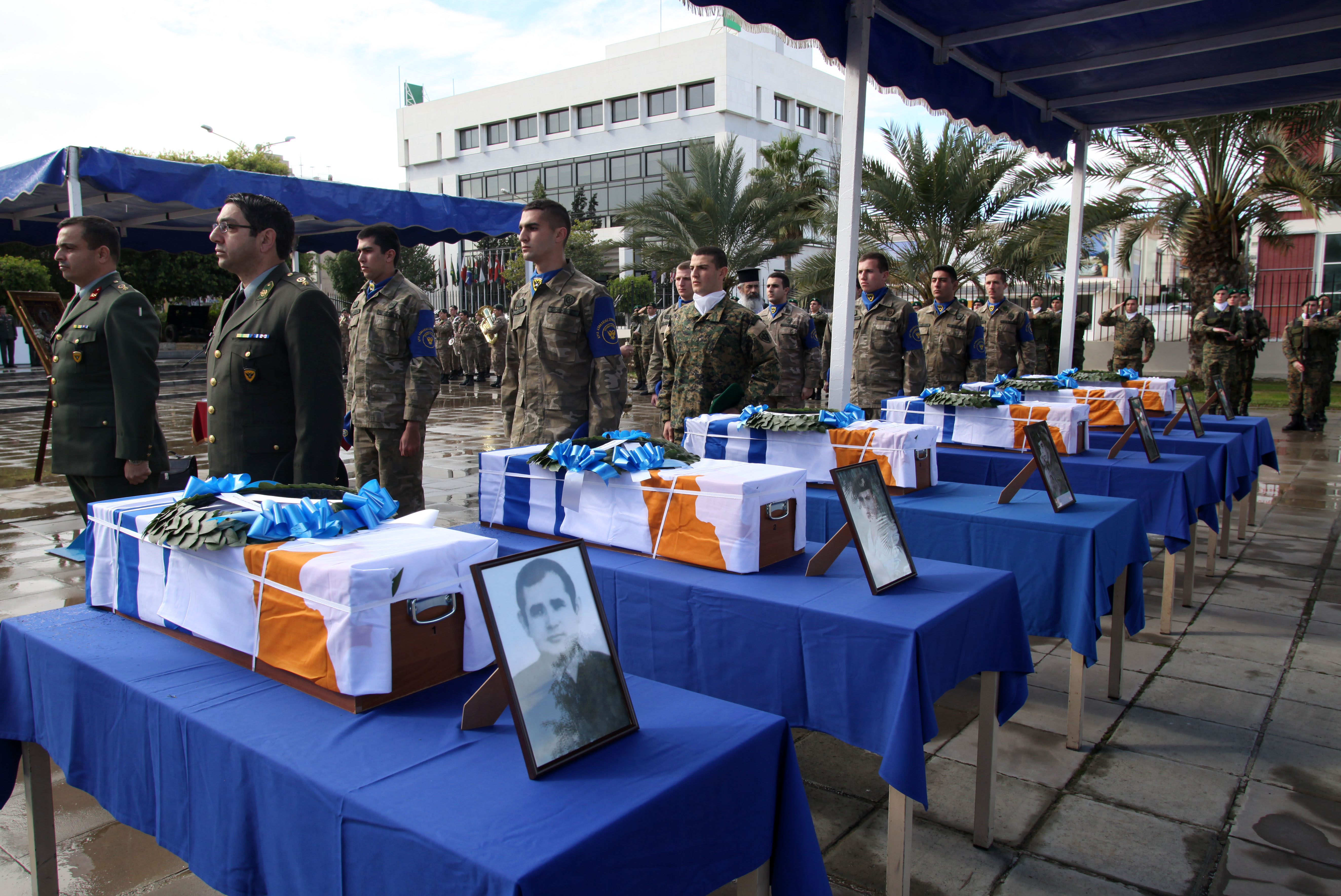 Remains of Greek soldiers finally return home