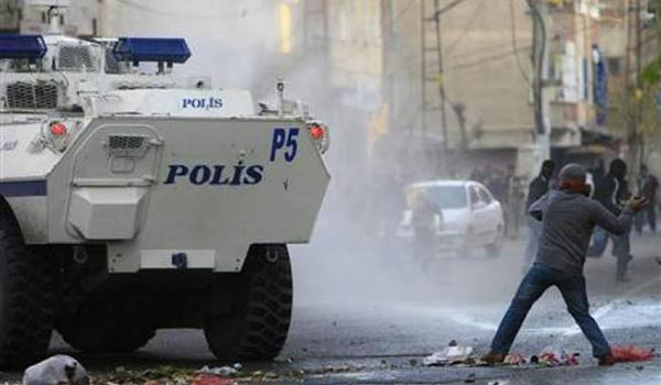 Academics arrested due to a letter that calls Erdogan to stop the raids against the Kurds