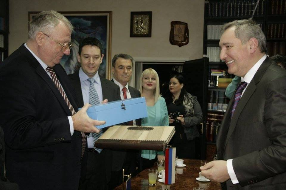 Rogozin with Serbian far right leader, offers Serbia military cooperation