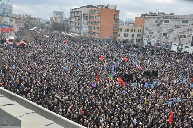 Violent protests in Kosovo, opposition demands the government's resignation