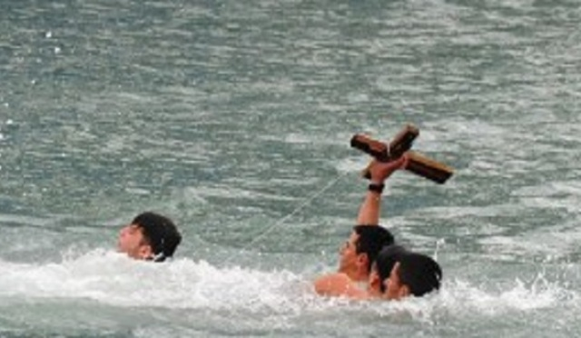 Xhulio's joy as he finds the cross on the Day of Blessed Water (PHOTO)