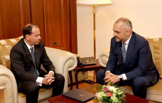 Institutional crisis in Albania