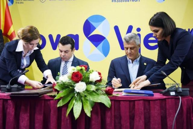 Kosovo and FYROM sign an agreement for the freedom of movement of their citizens