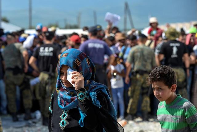 Refugee camps in the south of FYROM, authorities do not offer any response
