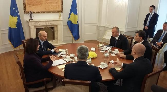 President Jahjaga meets political leaders for the solution of the political crisis
