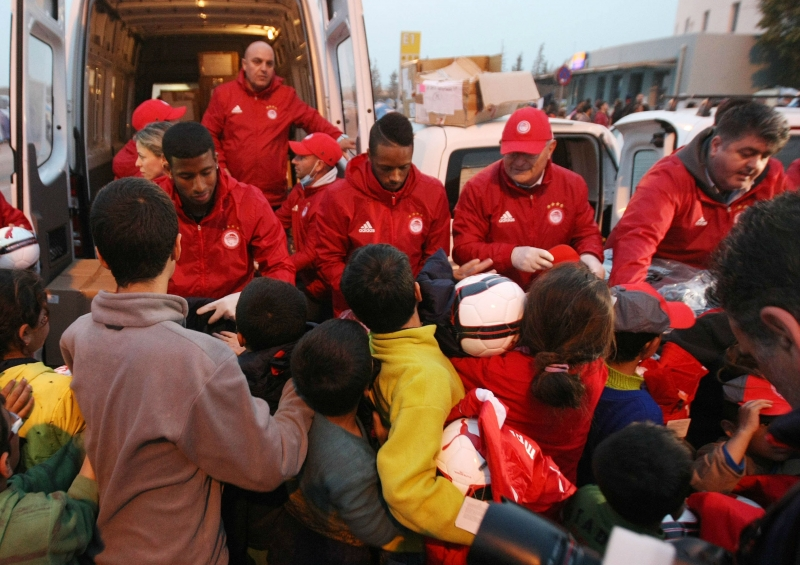 Olympiakos shows solidarity and humanity