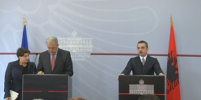 """Avramopulos for the refugee crisis: """"Albania will not be on its own in this"""""""
