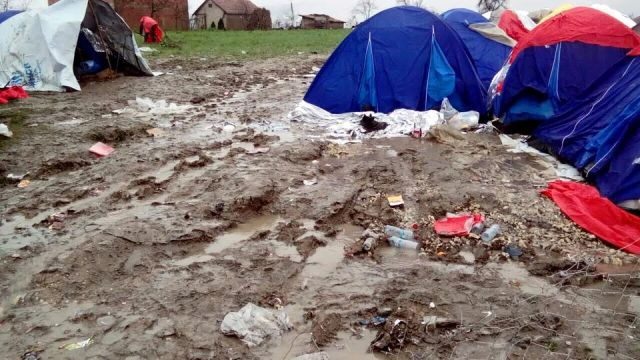 Refugees isolated in improvised tents in dire conditions