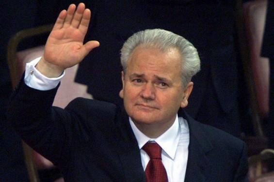 Serbian politicians on Milosevic's grave
