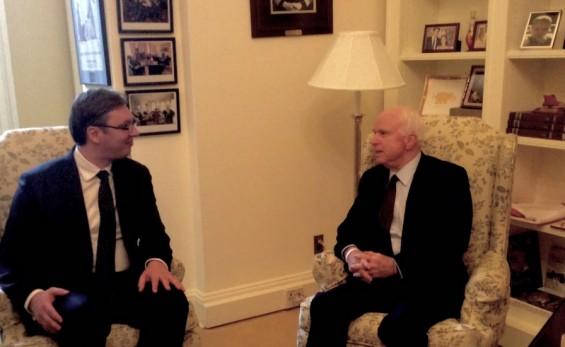 "McCain praises Vucic for his ""resistance to Putin"""