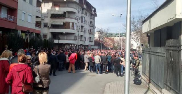 Gatherings in front of the Ministry of Interior in favor of the cross