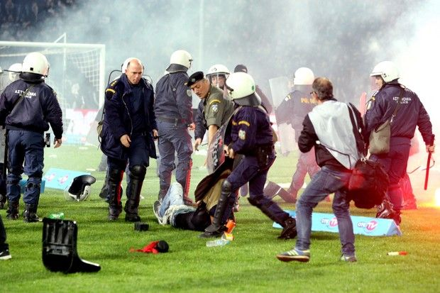 Greek professional football Cup suspended over hooligan violence