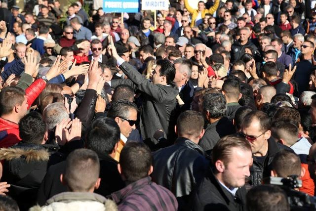 Albanian opposition radicalizes its political action