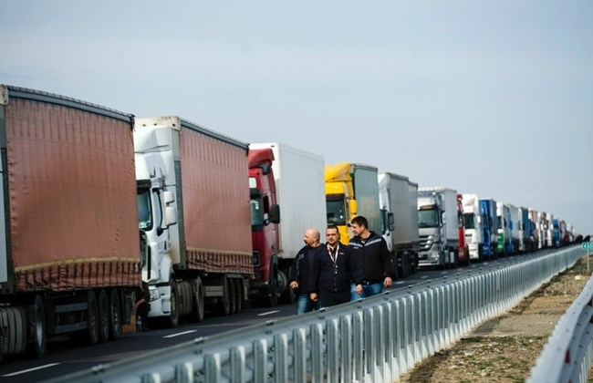 Bulgarian carriers call off blockade of Greek border at Orthodox Easter
