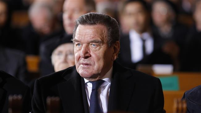 Schroeder supports Vucic ahead of elections in Serbia
